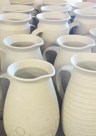 Keramik Wasserkrüge roh