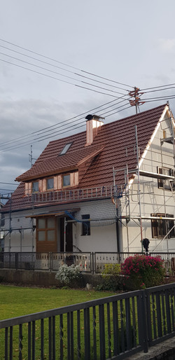 Dachsanierung (mit Erlus Reformpfanne SL, kuper engobiert) und Blechverkleidungen (aus Kupferblech)
