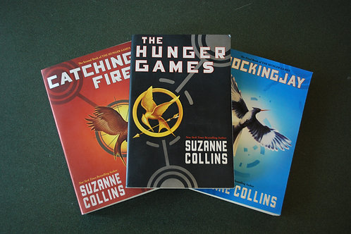 The Hunger Games Set by Suzanne Collins -paperback