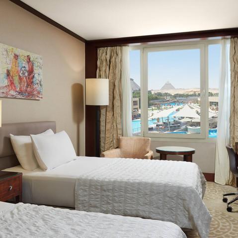 caimd-queen-guestroom-7611-hor-wide.jpg