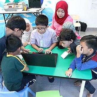 kidana-transit-child-doing-project-based