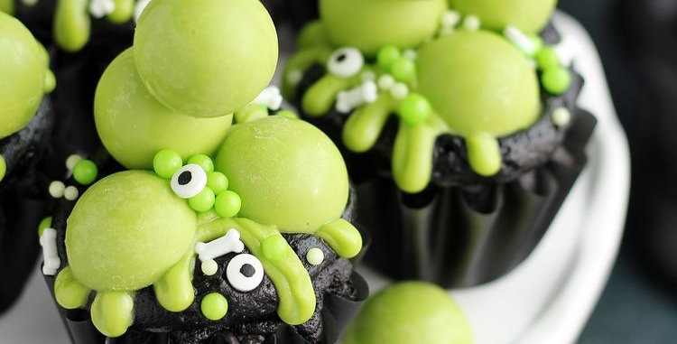 4x Cauldron cupcakes