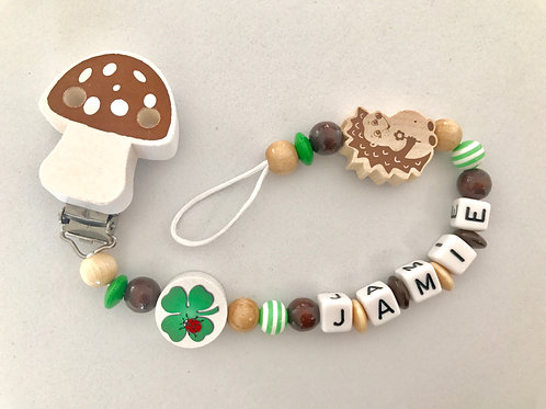 Selbstgemachte Nuggiketten mit Namen, Nuggiketten aus Holz, Schweizer Produkt, Schnullerkette, Nuckiketten, Produkt Jamie