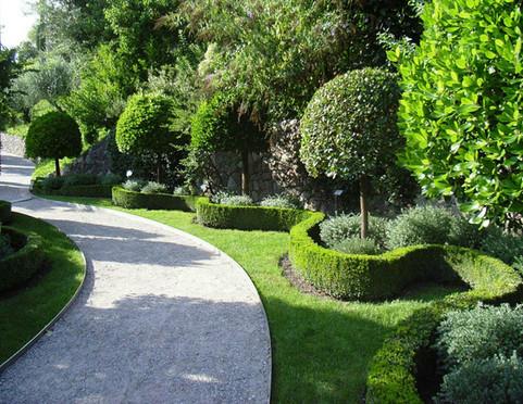 Grünflächenunterhalt Formschnitte Heckenschnitte