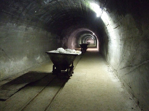 La Forteresse de Mimoyecques galerie wagon.jpg
