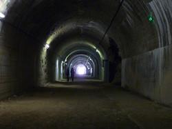 La Forteresse de Mimoyecques tunnel central visiteurs HD.jpg