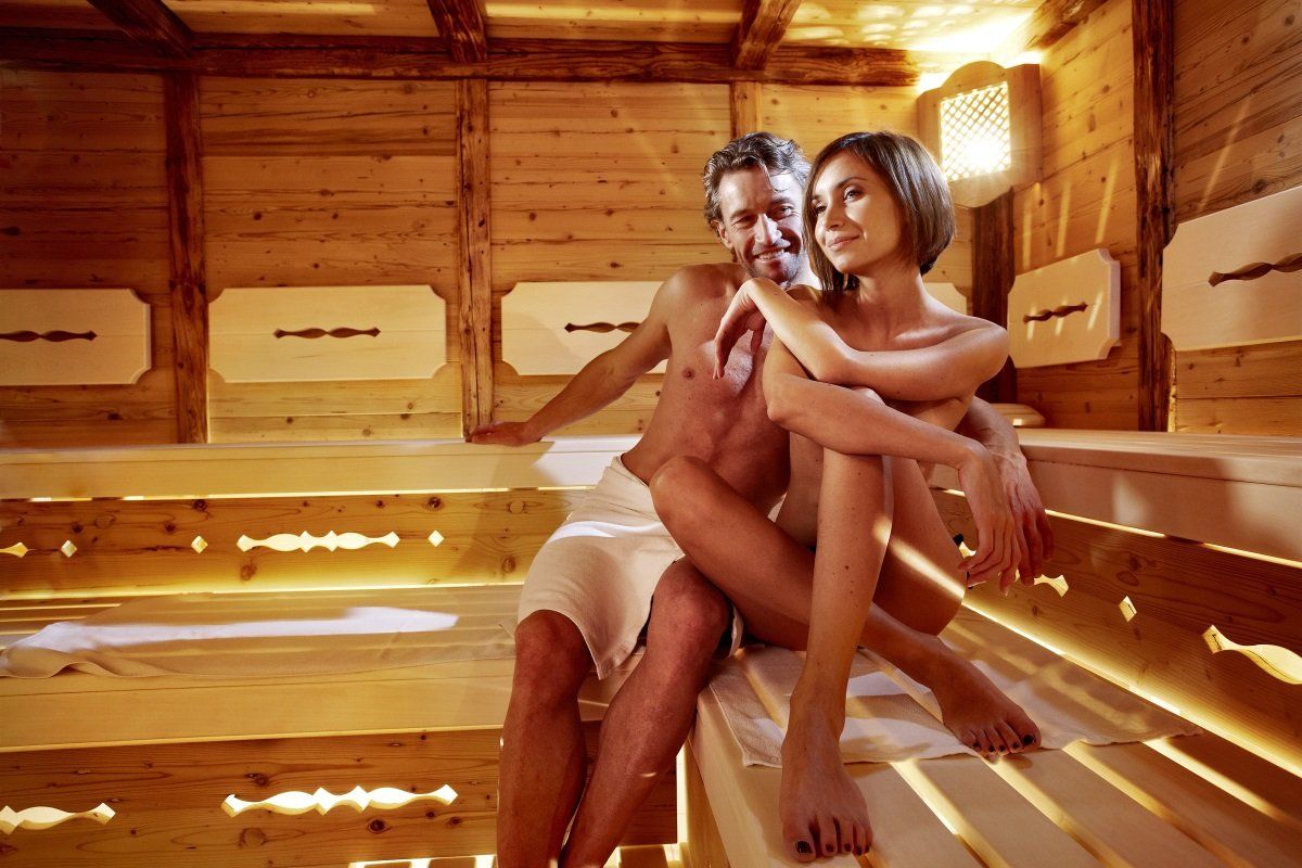 1525551698_donne-nude-in-sauna-008