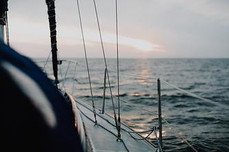 sailing-4490241.jpg