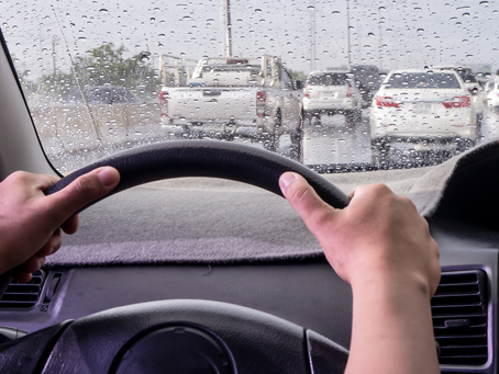 Cuidados ao dirigir em dias de chuva