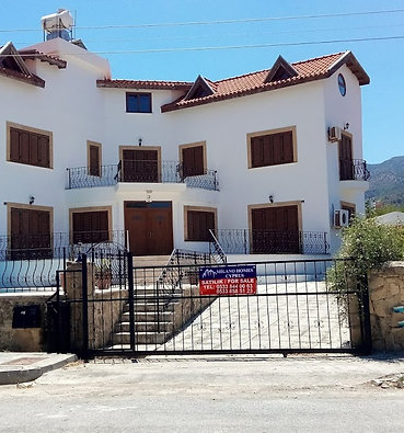 The Villa has 6 Bedroom 3 onsuite 3 Loft conversion,Aircon in each room and more