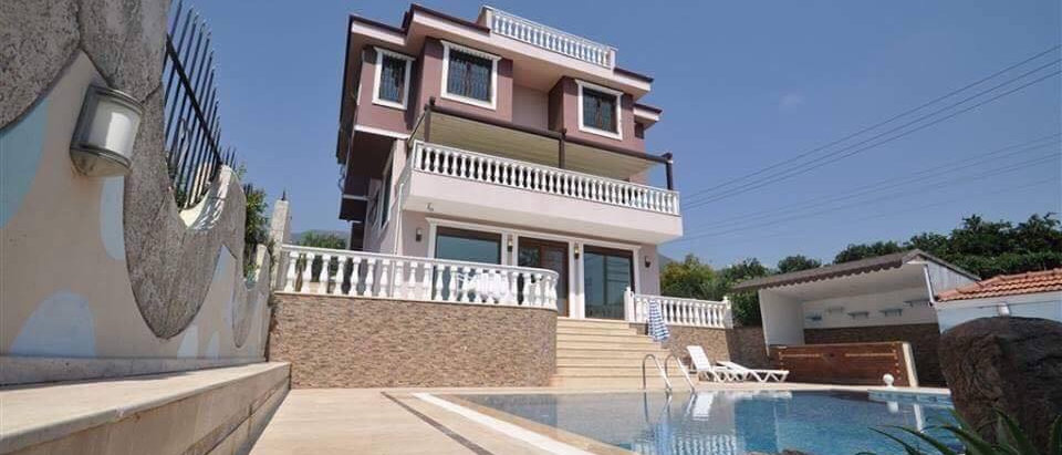 Villa in Oba, Antalya for sale with 4 storey,6 bedrooms and WC.