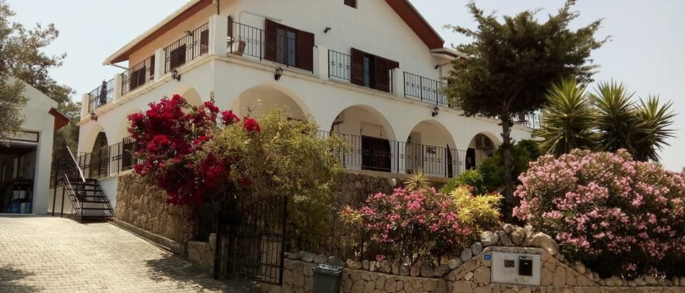 Esentepe Lux Villa For Sale 4 Bedrooms 2 on-suite,Large Kitchen,Living Room...