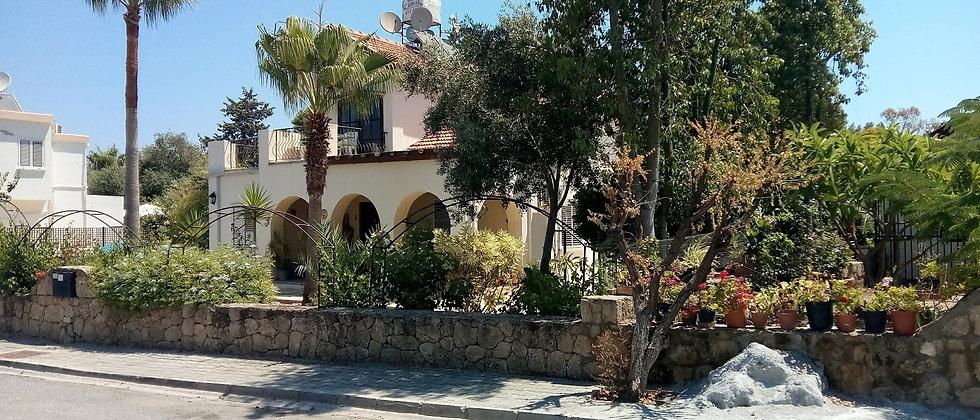 Villa in Çatalköy, Kyrenia with three bedrooms,swimming pool,big garden...