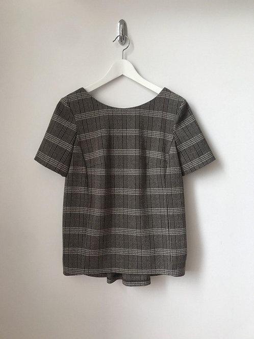 Блуза в клетку оригинального дизайна