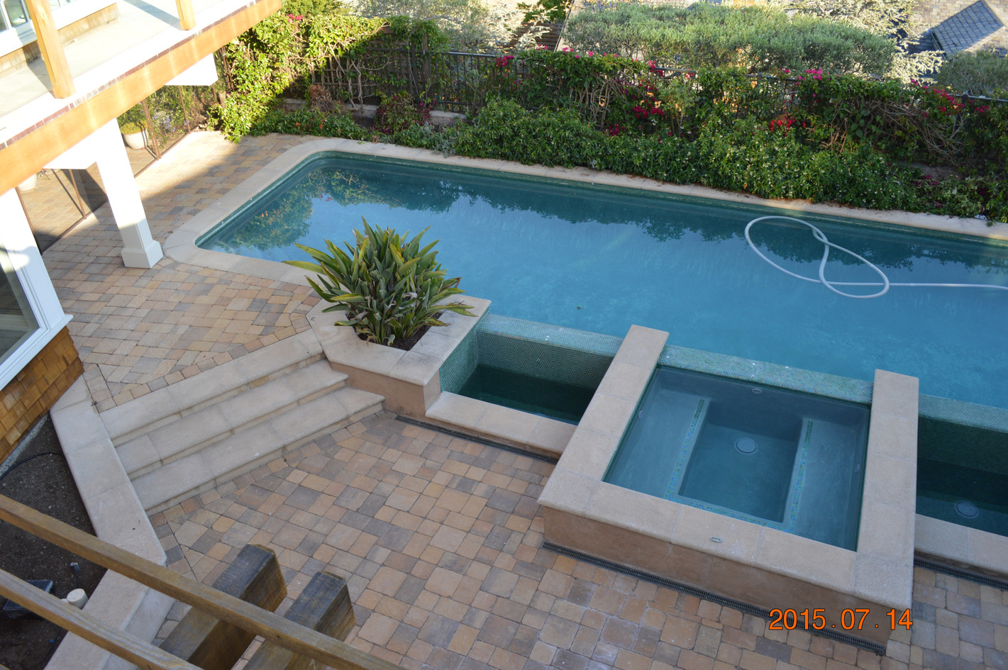 Outdoor two-level pool with jacuzzi