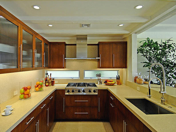 U-shaped kitchen with open wall