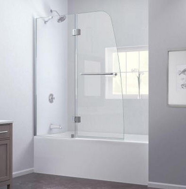 Bath with curved edge glass screen