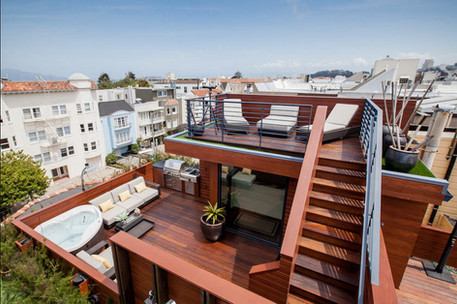 Two-story deck with 360 viewing