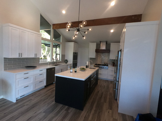 Large multipurpose kitchen with built-in island