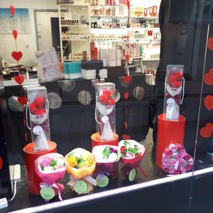 Dimanche 1er Mars.... Pensez à vos mamies 😍 Roses de bain dès 2.90€ 💖