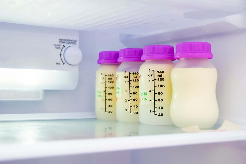 que faire du lait maternel, à part allaiter ?