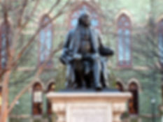 Benjamin_Franklin_statue_in_front_of_Col