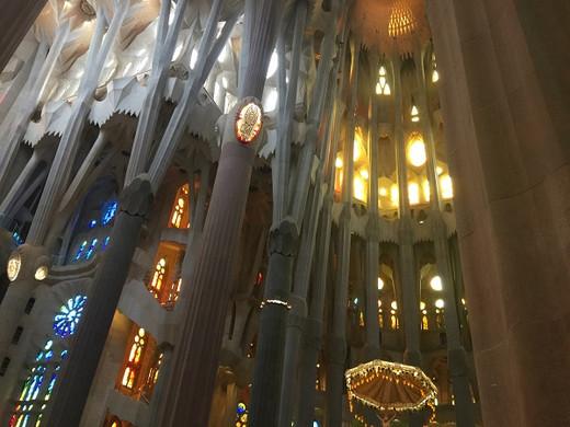 Sagrada Familia Fassade Innen 6.jpg
