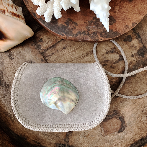 Grayish Beige × Natural Seashell Pochette