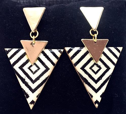 Boucles d'oreille ethnique triangle imprimé noire & blanche
