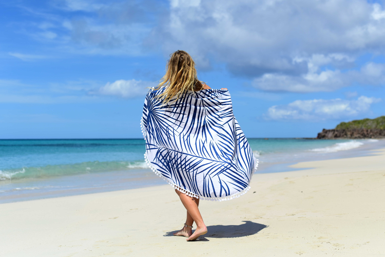 ff2284cf5a Huile, lait, feuilles, eau, fruit : l'arbre insulaire regorge de trésors.  Il habille les rivages des pays tropicaux, des Caraïbes ...