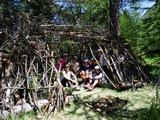 Construction de cabanes et survie en montagne pour les P'tits Montagnards de Montgenèvre