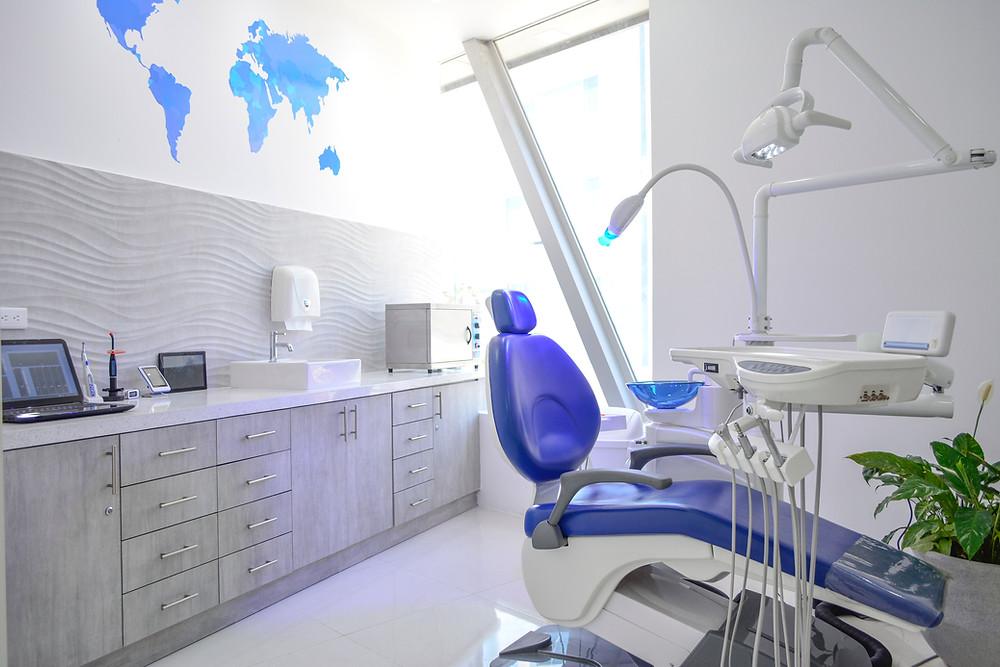 Dr Victor Carreno Dentist and Oral Surgeon Manta Ecuador