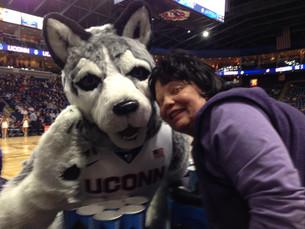 Mom Meets Johnathan at the UConn Game!