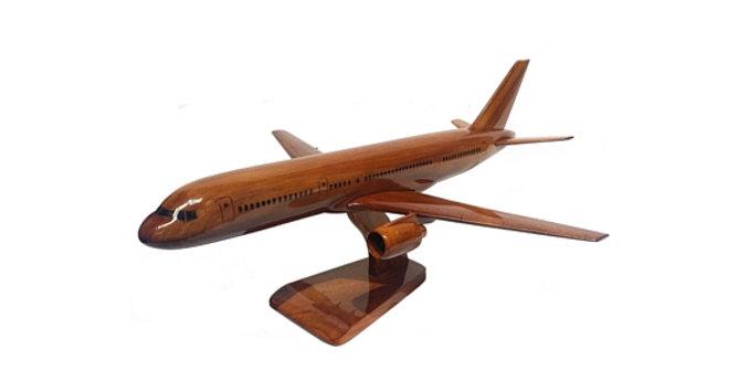 Boeing 757 - Wooden Model