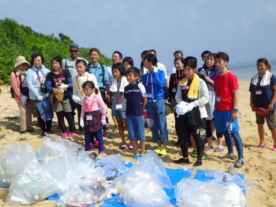 海岸漂着ゴミプログラム/こども環境大賞エコツアー集合写真