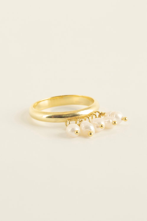 venn ring with pearl