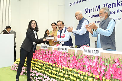 1-Receiving the award from the Union Min