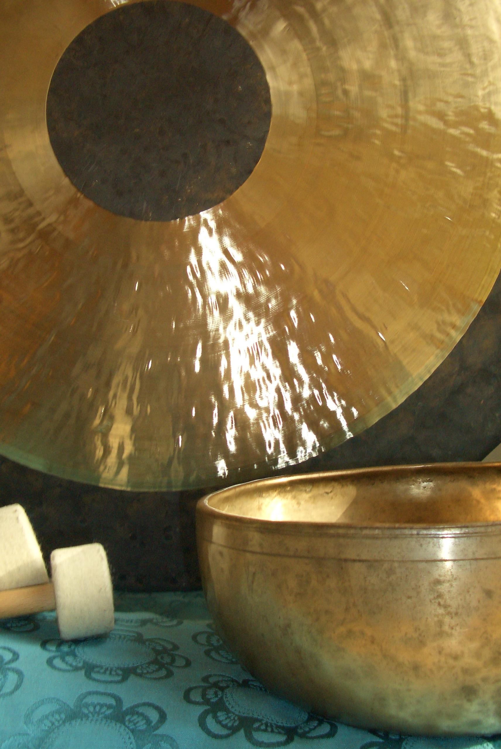 Gong und Klangschale