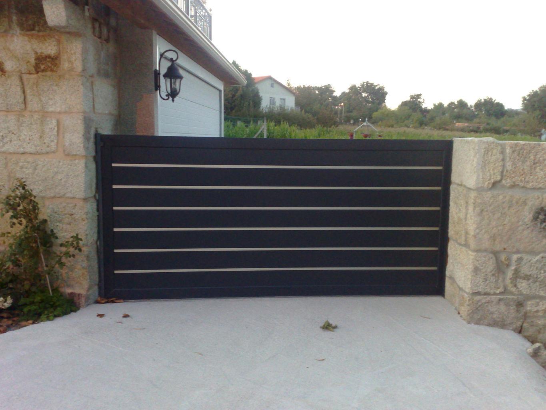 shining grand ouest le portail aluminium et de la porte de garage. Black Bedroom Furniture Sets. Home Design Ideas