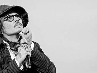 Johnny Depp envía mensaje tras sufrir un 2020 caótico en lo personal y laboral