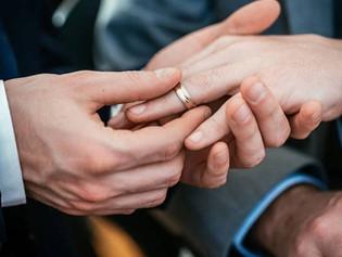 Mujer descubre que estuvo casada más de 20 años sin saberlo