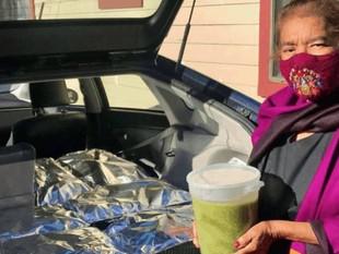 Una abuelita regaló 800 tamales a personal médico que la curó de COVID-19