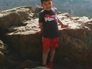 """Un niño de 6 años muere a causa de una carrera callejera: """"Mi hijo era todo mi mundo"""""""
