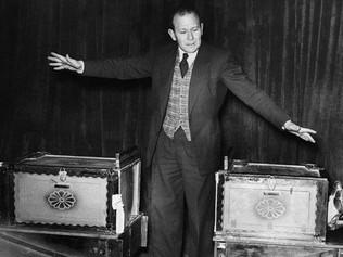 Cómo surgió hace 100 años el truco de la mujer cortada en dos, uno de los actos de magia más famosos