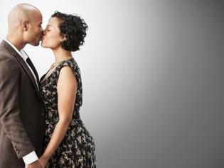 ¿ Por qué los seres humanos empezamos a besarnos ?