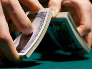 El uso moderado de los juegos de naipes y virtuales ayuda a la memoria, según expertos