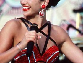Jennifer Lopez reacciona a la nueva serie de su musa Selena Quintanilla en Netflix