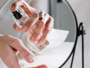 Cuáles son los mejores lugares del cuerpo para aplicarse un perfume