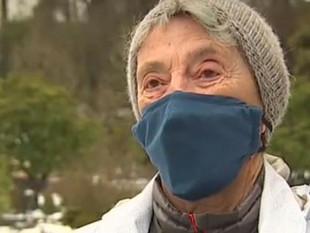 Mujer de 90 años caminó 10 km en la nieve para recibir vacuna contra el covid