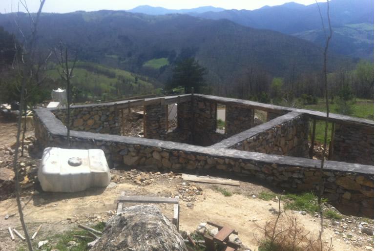 Taş duvarlı yapı